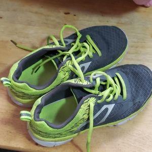 Athletic Works Sneakers Boys Sz 4